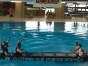 """Clip Đặc Sắc - Thể thao """"độc lạ"""": Kéo co bằng chèo thuyền"""