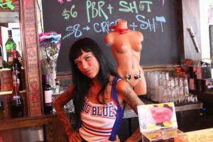 Chùm ảnh: Quán bar lấy cảm hứng từ vòng 1 phụ nữ