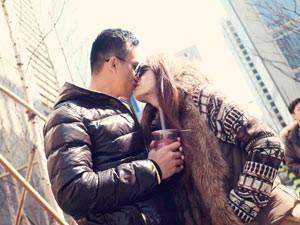 Hương Giang Idol hôn đắm đuối bạn trai ở Hàn Quốc