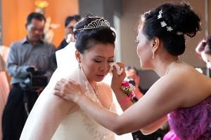 Tình yêu - Giới tính - Vì sao cô dâu phải khóc trong ngày cưới?