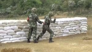 Tin tức trong ngày - Video: Ném hụt lựu đạn, lính TQ thoát chết trong gang tấc
