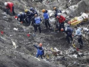 Tin tức trong ngày - Video: Cận cảnh hiện trường máy bay A320 đâm vào núi