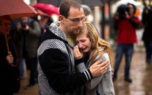 """Tin tức trong ngày - Người nhà nạn nhân A320: Từ bình tĩnh đến """"""""hóa điên"""""""
