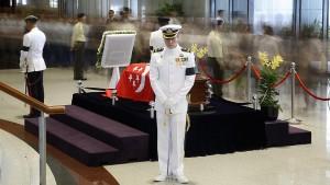Tin tức trong ngày - Dân Singapore xếp hàng 10 tiếng để viếng ông Lý Quang Diệu