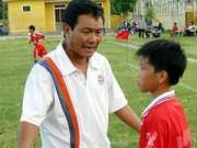 Tin bên lề bóng đá - Thầy giáo Công Phượng mừng rơi nước mắt vì học trò