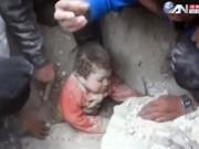 Phi thường - kỳ quặc - Clip cứu em bé vùi dưới đất đá lay động triệu trái tim