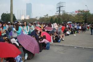 Ca nhạc - MTV - Fan Việt xếp hàng dài vào xem thần tượng