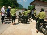 Cảnh giác - Bắt giam một kiểm lâm viên dẫn đường cho xe gỗ lậu bỏ chạy