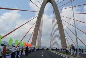 Tin tức trong ngày - Chính thức thông xe cầu vượt 3 tầng đầu tiên ở Việt Nam