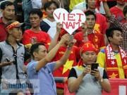 Tin bên lề bóng đá - Hình ảnh cực đẹp của CĐV Việt Nam ở Shah Alam