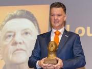 """Bóng đá - Van Gaal nhận thưởng tại quê nhà, quyết """"chốt"""" De Jong"""