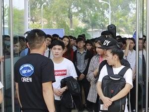 """Ca nhạc - MTV - Hàng ngàn thí sinh vẫn dự tuyển mặc """"số phận"""" VN Idol"""