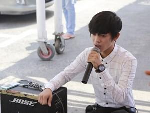 Ca nhạc - MTV - Clip chàng trai kẹo kéo hát lại bài hit của Sơn Tùng
