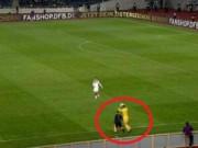 Bóng đá - Chơi trội kiểu Neuer: Tranh cả ném biên của hậu vệ