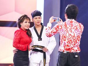 """Việt Hương bị vận động viên Taewondo """"mê hoặc"""""""
