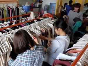 """Thời trang - """"Buôn may bán đắt"""" nhờ quần áo cũ online"""