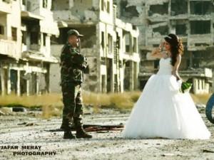 Bạn trẻ - Cuộc sống - Bộ ảnh cưới táo bạo giữa đống hoang tàn của cặp đôi Syria
