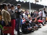Đà Nẵng: Trắng đêm chờ bốc phiếu tiêm vắc-xin