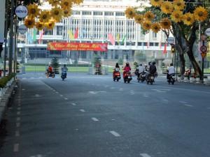 Tin tức trong ngày - Ảnh: Đường phố TPHCM vắng lặng ngày đầu năm mới