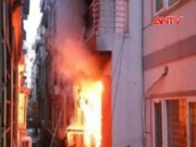 Video An ninh - HN: Nhà 5 tầng bốc cháy ngùn ngụt vào sáng sớm