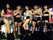 Thể thao - Võ sỹ Muay Thái vui vẻ bên người đẹp nóng bỏng