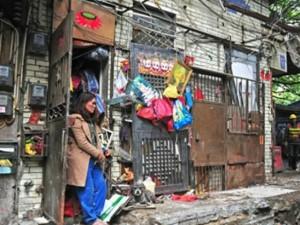 Bạn trẻ - Cuộc sống - Sốc vì chồng qua đời, vợ nhặt 1,5 tấn rác chất đầy nhà