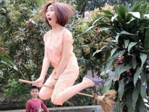 Đời sống Showbiz - Những khoảnh khắc 'khó đỡ' của Hòa Minzy