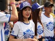 """Tú Linh cùng người đẹp  """" đại náo """"  ngày hội fan bóng đá"""