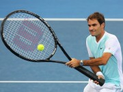 """Thể thao - Tennis 24/7: Federer """"đánh vật"""" với chiếc vợt khổng lồ"""