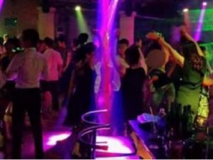 Bạn trẻ - Cuộc sống - Quý bà U60 'mò' về nhà trai nhảy đánh ghen, bắt ly hôn