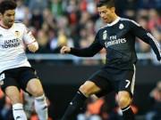 """Video bóng đá hot - Xem lại pha ngã kiếm 11m """"hài hước"""" của Ronaldo"""