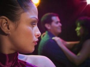 Bạn trẻ - Cuộc sống - Vợ mặc kệ khi hai cô nhân tình lao vào giành chồng