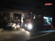 Video An ninh - Công ty sản xuất đồ trang trí cháy ngùn ngụt trong đêm