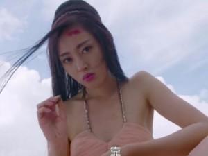 Phục trang  ' dị và đắt '  trong loạt phim  ' sập mạng '  xứ Hoa