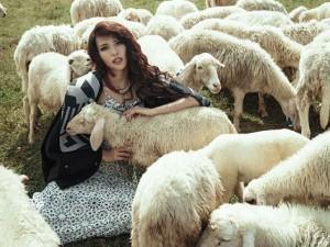 Khả Trang làm cô gái chăn cừu quyến rũ