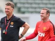 Tin bên lề bóng đá - Trò Rooney sa sút, thầy Van Gaal lén gặp phụ huynh