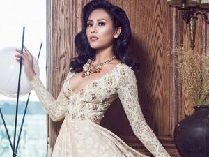 Thời trang - Nguyễn Thị Loan e ấp thềm ngực đầy trong váy dạ tiệc
