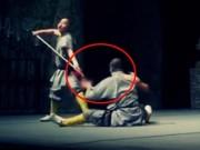 Thể thao - Võ sư Thiếu Lâm với màn đâm thương kề cổ