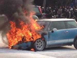 Tin tức trong ngày - Cách xử lý khi ô tô xảy ra cháy nổ