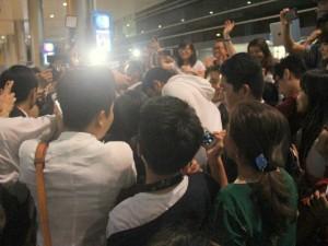 An ninh Xã hội - Đón thần tượng ở sân bay, fan Cô dâu 8 tuổi bị móc túi