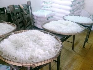 Thị trường - Tiêu dùng - Phát hiện cơ sở làm mứt Tết dùng hóa chất tẩy trắng
