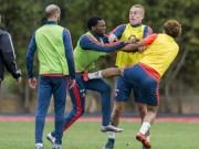 Bóng đá - Va chạm trên sân tập, sao Feyenoord ẩu đả dữ dội