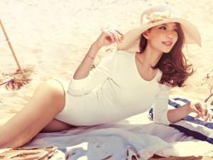 Thời trang - Diễm Trang tung ảnh gợi cảm trong tuần trăng mật