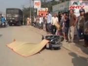 Video An ninh - Va chạm xe máy, 1 phụ nữ bị xe tải cán chết tại chỗ