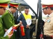 """Tin tức Việt Nam - Xử phạt """"ô tô không đeo bình chữa cháy"""": Đâu là cơ sở?"""