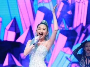 Ca nhạc - MTV - Tóc Tiên gợi cảm 'vượt mặt' Đông Nhi, Minh Hằng