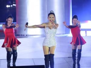 Ca nhạc - MTV - Tóc Tiên nhảy vũ điệu cồng chiêng 'đốt cháy' sân khấu