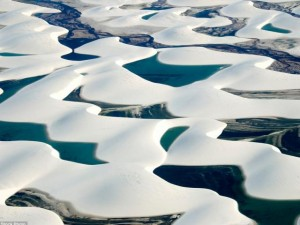 Điểm du lịch - Ảnh: Cồn cát biến thành hồ nước đẹp mê hồn ở Brazil