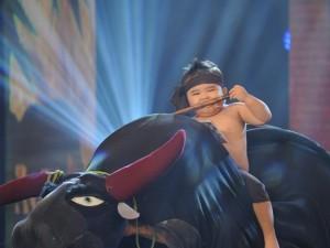 Ca nhạc - MTV - Cẩm Ly run rẩy trước tiết mục mạo hiểm của Ku Tin