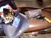 An ninh Xã hội - Nam thanh niên mang súng côn tự chế dạo phố ở Thủ đô